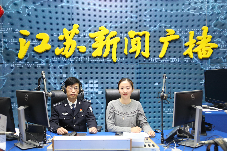 江苏省公安厅交警总队总队长陈玉峰走进政风热线