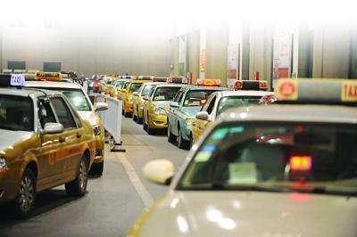 """南京出租車""""雙計費""""新政滿月,出租車司機收入持平"""