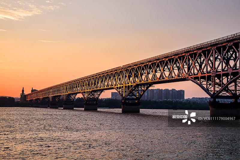 【社会】大桥再登国家名片!《南京长江大桥通车50周年》纪念邮资片来了!