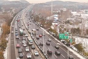 【出行】春节长假高速出口流量达1549万辆 较去年有所下降